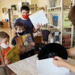 Дети в Стара-Загоре чистили виниловые пластинки