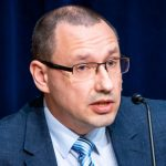 Аркадий Попов: больной человек должен сидеть дома