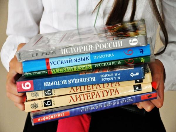 Более 10 тысяч учебников отправила Россия в школы Киргизии