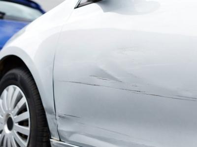 Как предотвратить коррозию, если нет возможности сразу же покрасить царапину на кузове?