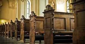 Около 50 человек напали на католическую церковь в Вене