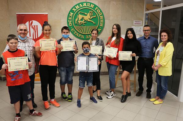 Волонтёров Русского центра в Стара-Загоре наградили дипломами