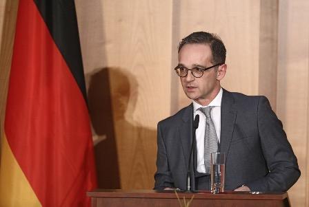 Германия не собирается приостаналивать диалог с Россией