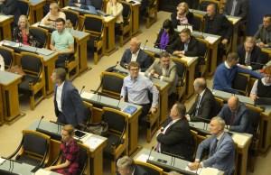 Специальная комиссия ознакомилась с обзором мер борьбы с кризисом