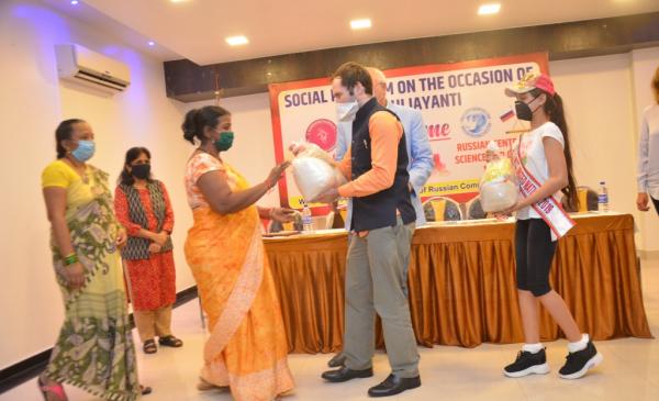 РЦНК в Мумбаи и Ассоциация российских соотечественников Западной Индии провели гуманитарную акцию