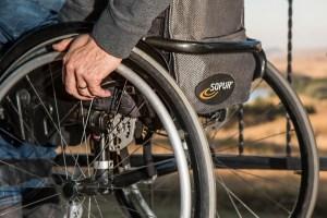Инвалидов поставят перед выбором: работать или не работать?