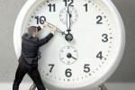 Сегодня ночью стрелки часов нужно перевести на час назад