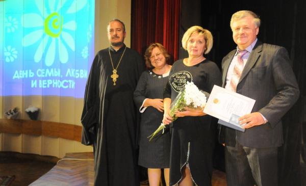 В Киеве медалями «За любовь и верность» награждены 20 пар