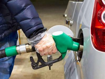Почему на АЗС крайне опасно заправлять автомобиль без перчаток