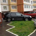 В России готовят штраф за парковку на газоне