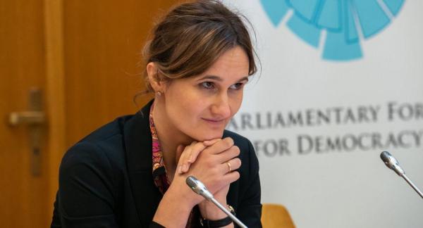 Право-центристы договорились предложить на пост спикера В. Чмилите-Нельсен