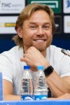 «VAR все решит»: Карпин прокомментировал свое падение на тренировке ФК «Ростов»