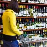 Газета Diena удивлена: почему алкоголем торговать можно, а мебелью нельзя?