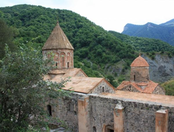 Российские миротворцы взяли под охрану монастырь Дадиванк в Нагорном Карабахе