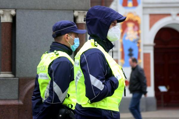 Полиция в Латвии может провести рейды по контролю за ношением масок