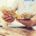 Из-за праздника латвийцев ждут изменения в получении пенсий и пособий