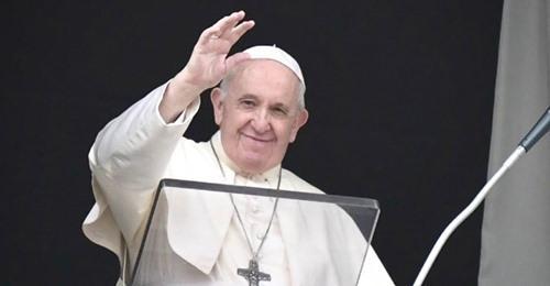 Папа римский лайкнул сексуальную модель
