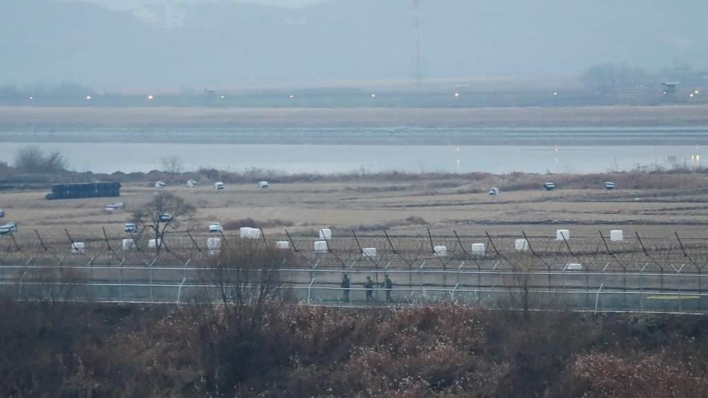Гимнаст сбежал из КНДР прыжком через трёхметровый забор на границе