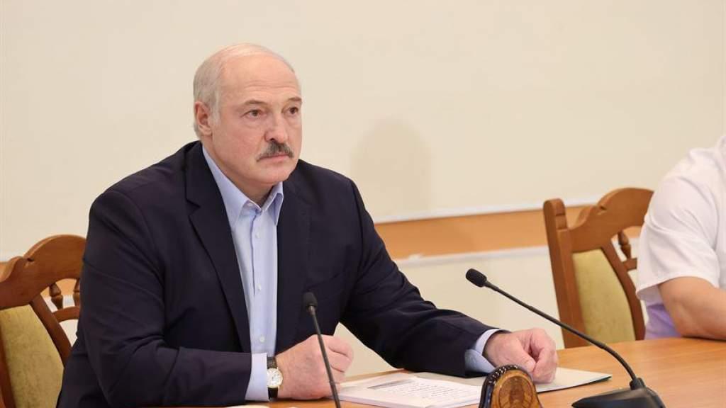 Лукашенко назвал Тихановскую лохушкой