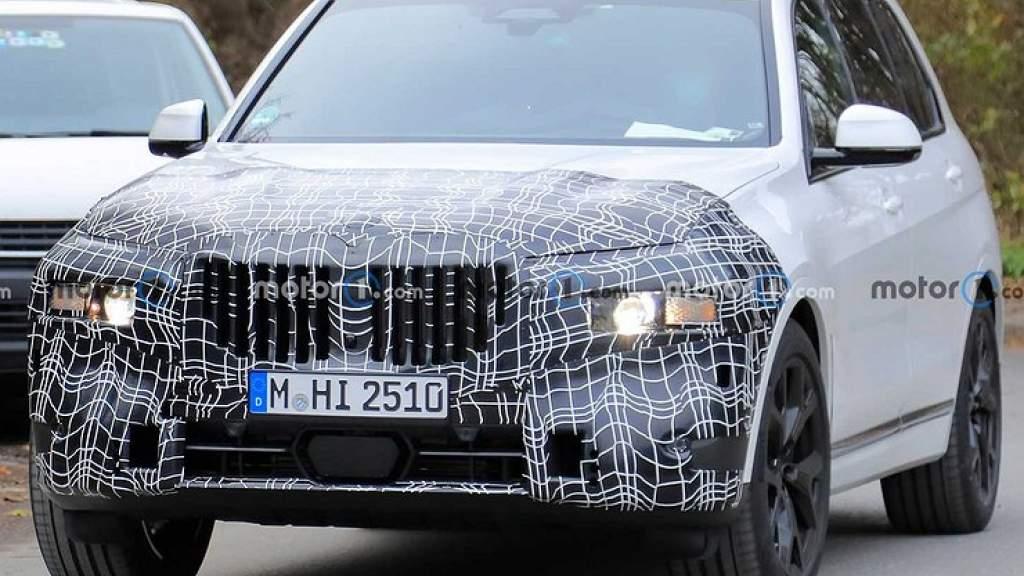 Обновленный BMW X7 сфотографировали на тестах