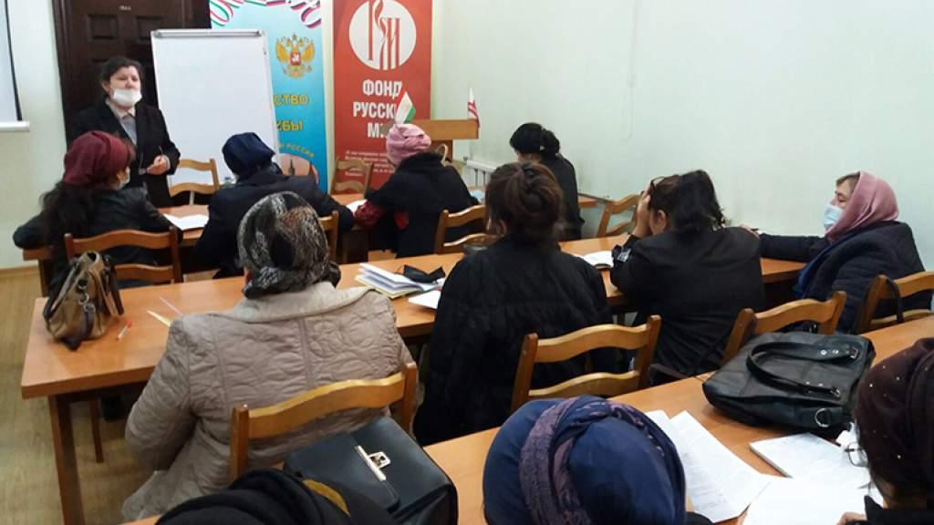 Таджикские учителя русского языка прошли дополнительное обучение в Душанбе