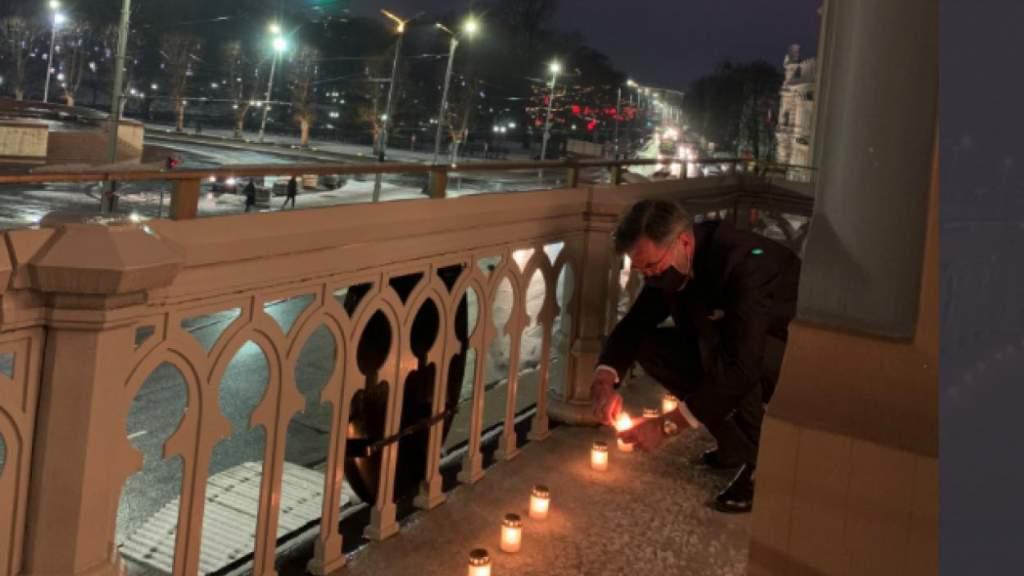 «Убили 90% евреев в Латвии»: посол Германии зажег свечи памяти