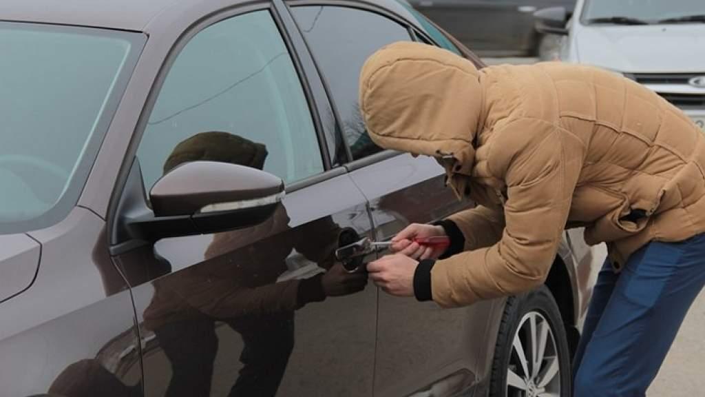 В России — эпидемия автомобильных краж: тащат абсолютно все