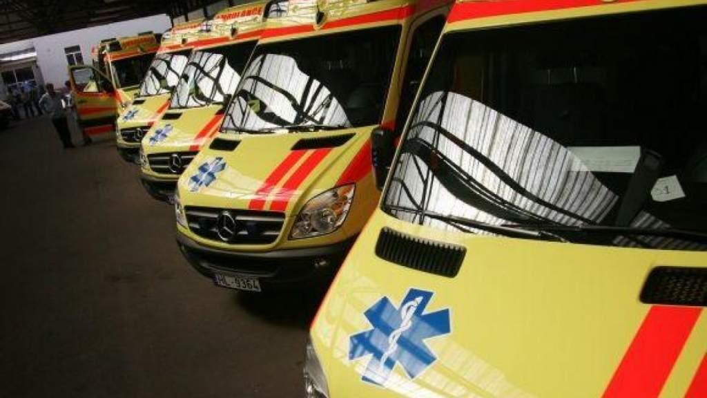 """Больничных мест не хватает, """"скорой"""" приходится согласовывать каждого пациента"""