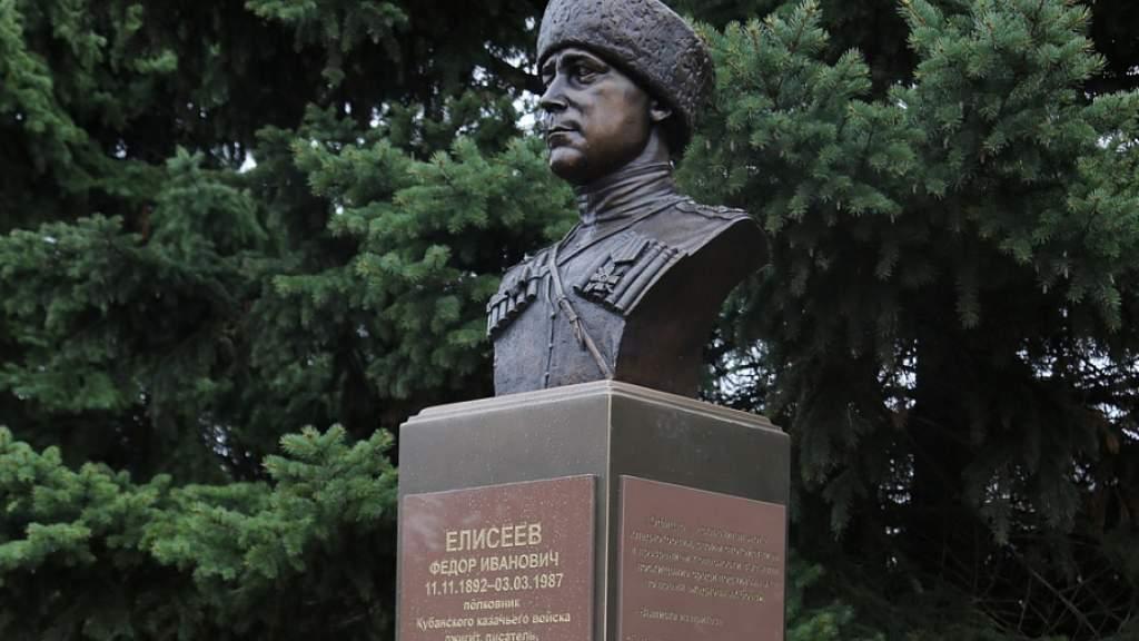 Финские казаки передали в Краснодарский край бюст полковника Фёдора Елисеева