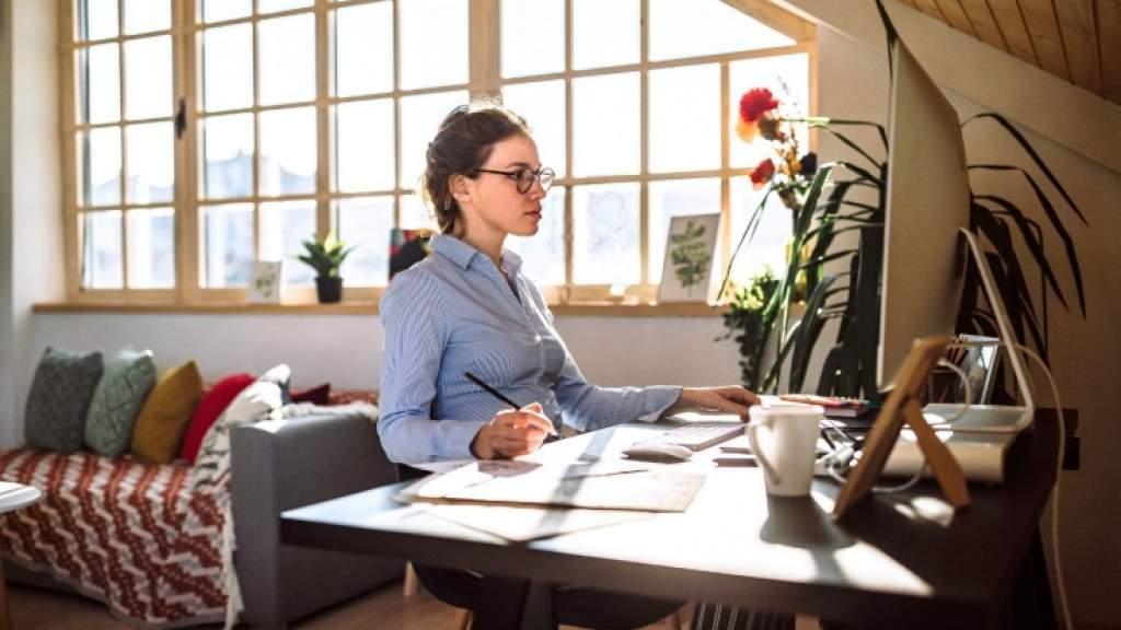 К чему приводит сидячая работа? Как избавиться от последствий? Тренировки и гимнастика