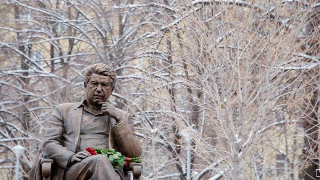 Киргизские спасатели запустили флешмоб с чтением произведений Чингиза Айтматова