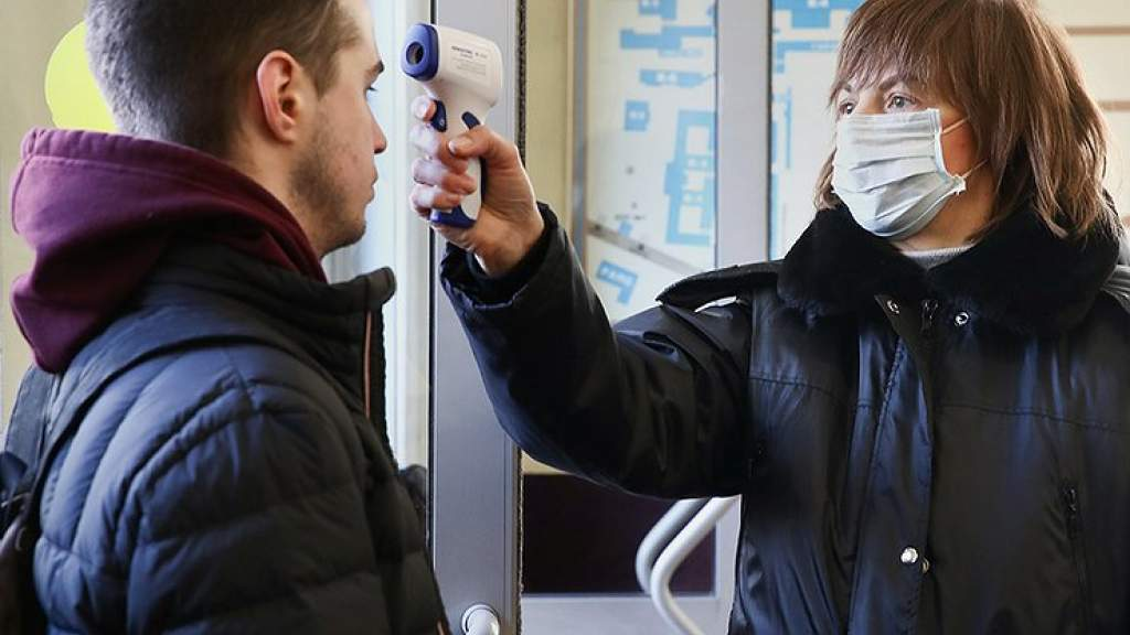 Коронавирус снизил доходы половины россиян, заставив многих отказаться от покупки машины