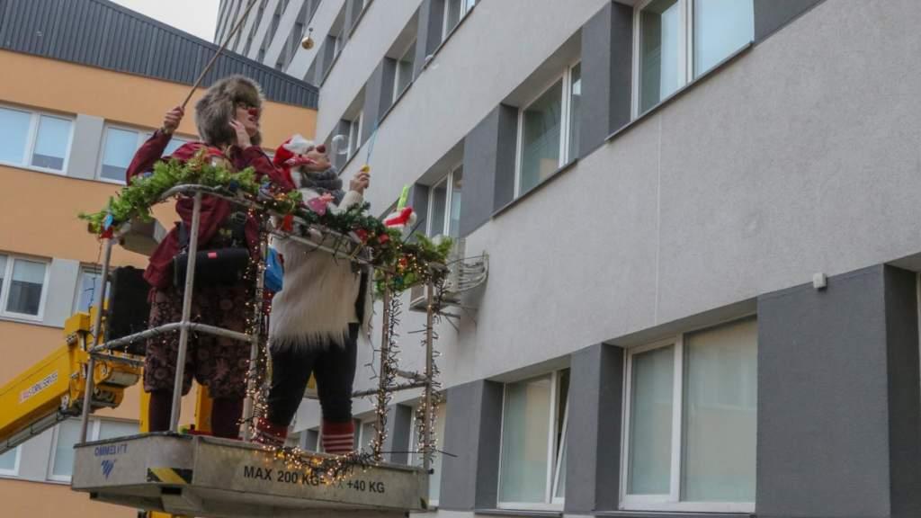 Латвийских докторов-клоунов не останавливает ничто!