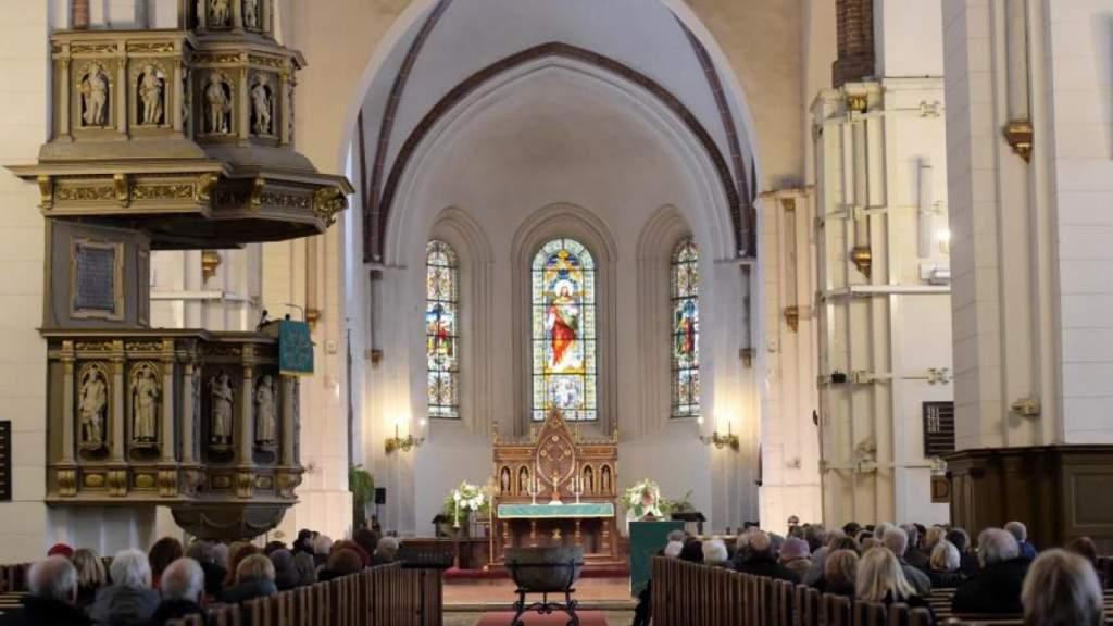 Минюст Латвии напомнил о том, сколько людей может находиться в церкви