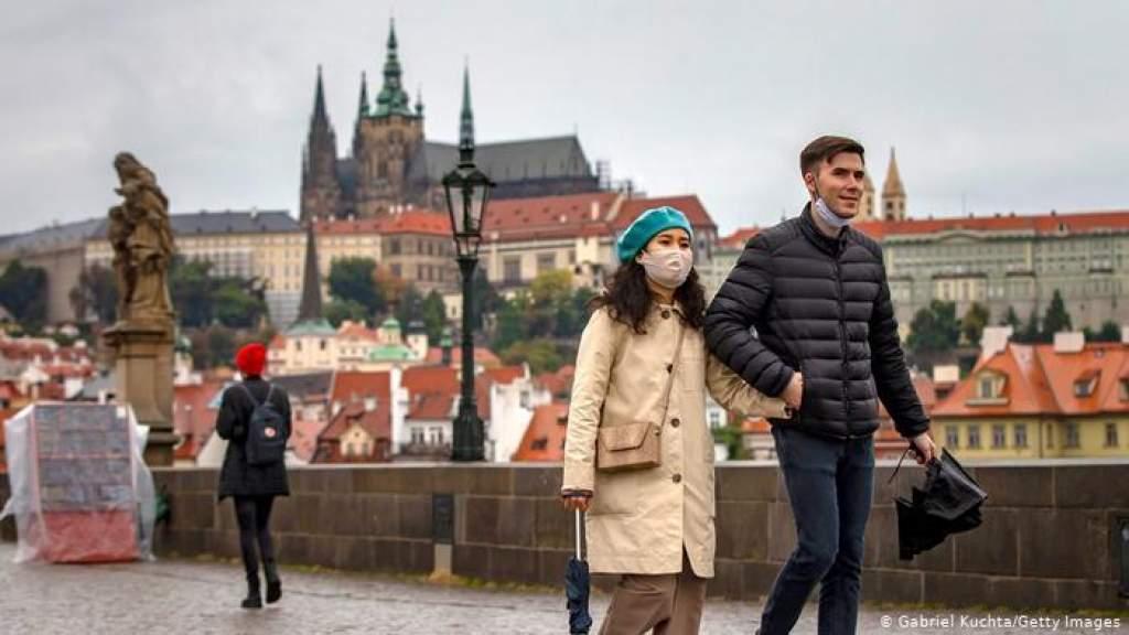 Минздрав Литвы: больше двух не собираться