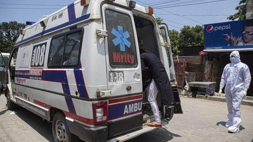 На юге Индии госпитализировали более 300 человек из-за неизвестной болезни