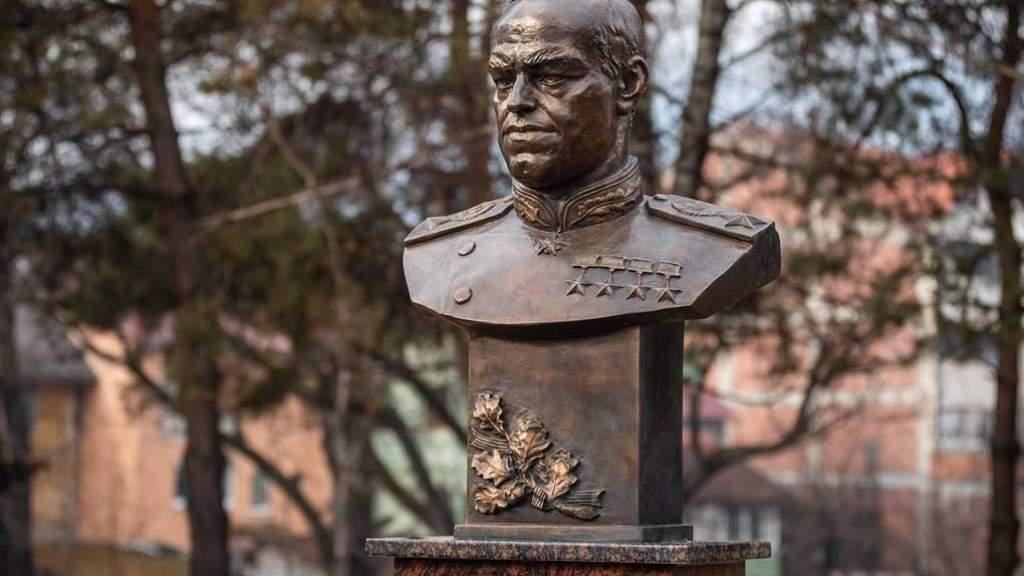 Памятник маршалу Жукову открыли в Черногории в честь 75-летия Победы
