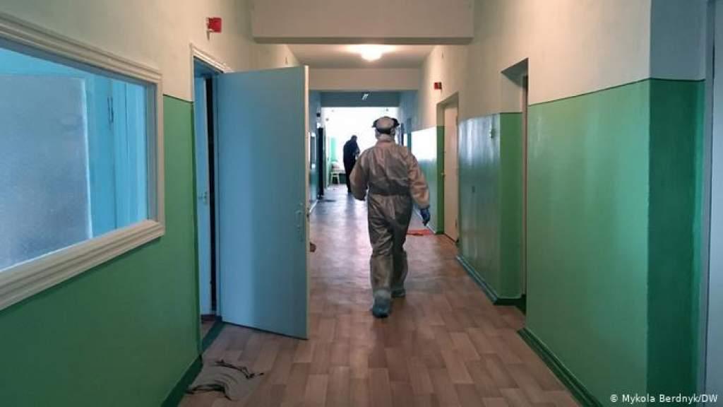 Почему на фоне пандемии из Украины уезжают врачи