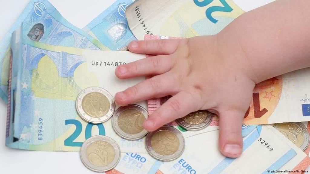 Правительство постановило увеличить пособие на ребенка до 70 евро