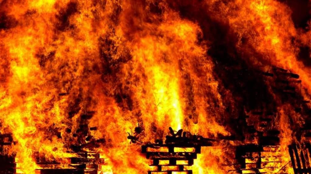 При пожаре в бане погиб пожилой мужчина