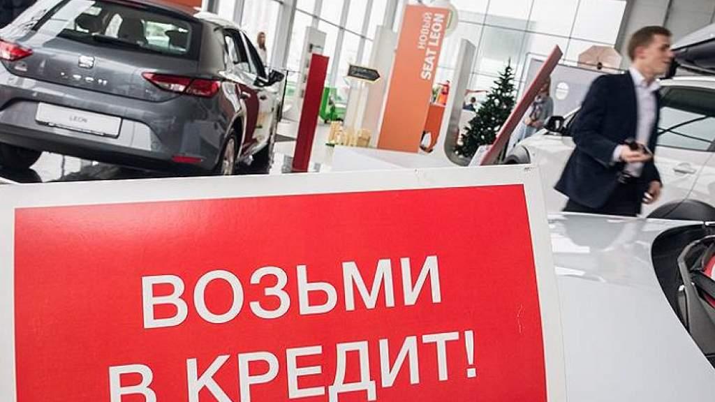 Россияне продолжают массово лезть «в кредитную петлю»