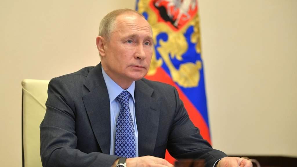 Владимир Путин подписал закон о проведении экзамена для иностранцев
