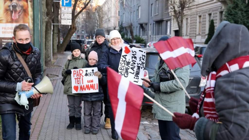 Выяснили, что больше всего беспокоит жителей Латвии