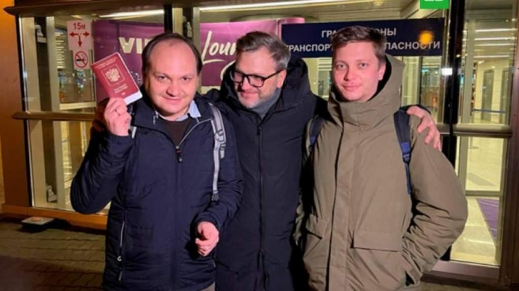 Задержанные в Турции российские журналисты вернулись в Москву