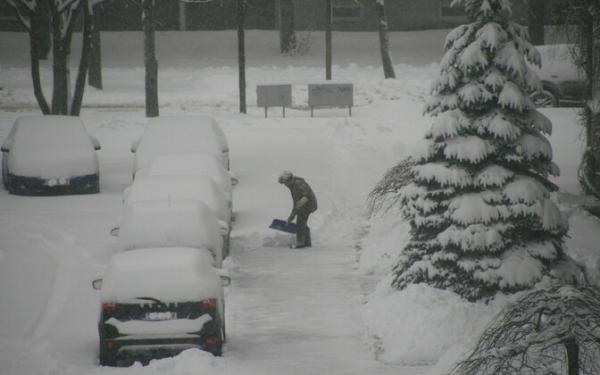 Снегопад и метель в ночь на вторник пока не увеличили нагрузку на спасателей