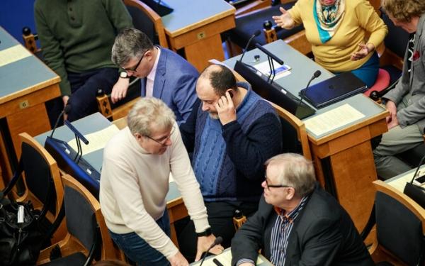 Новое правительство не повлечет за собой изменений в составе парламентской фракции центристов