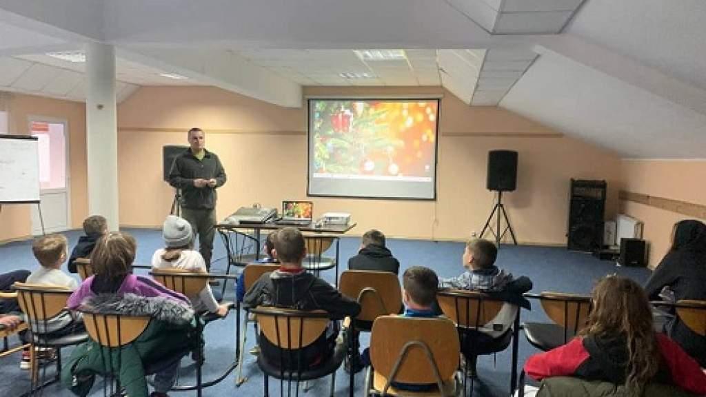 Глава КСРС Молдовы рассказал школьникам о работе поисковиков