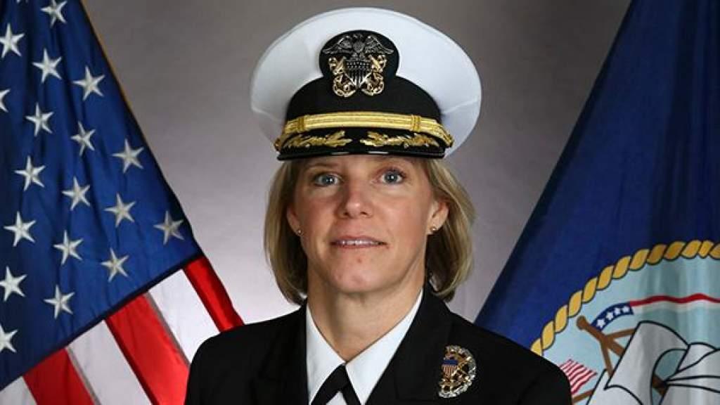 Командиром авианосца ВМС США назначена женщина