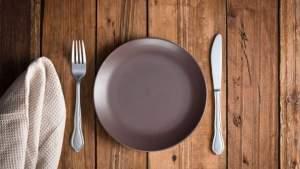 Какой формы и каково цвета должны быть тарелки, чтобы подавить аппетит?