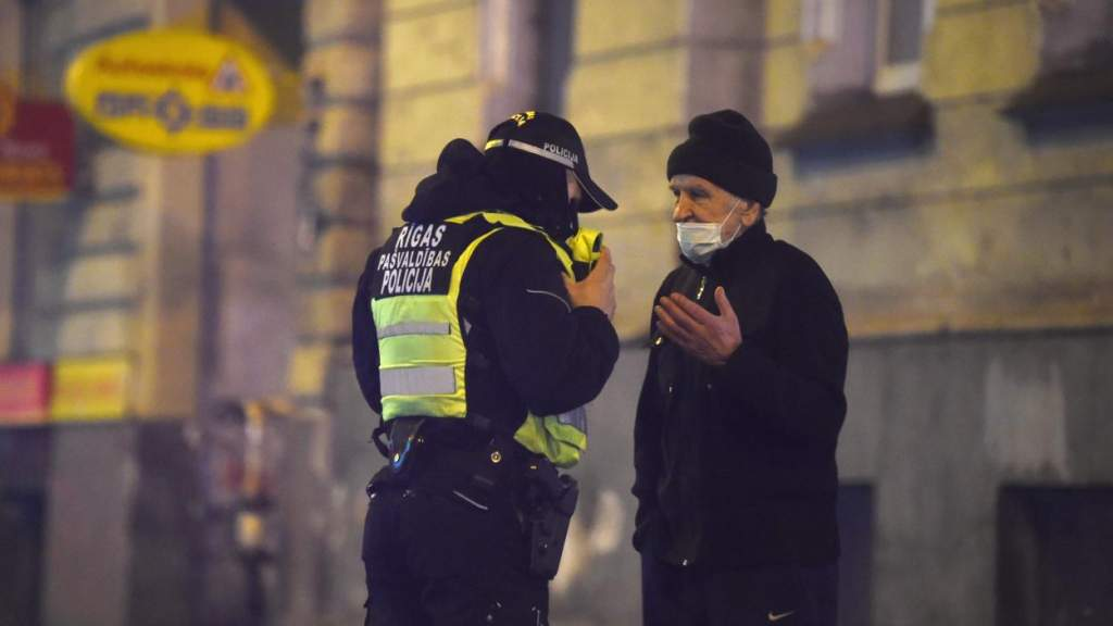 Когда ковид идет на пользу: полиция Латвии доложила о снижении преступности